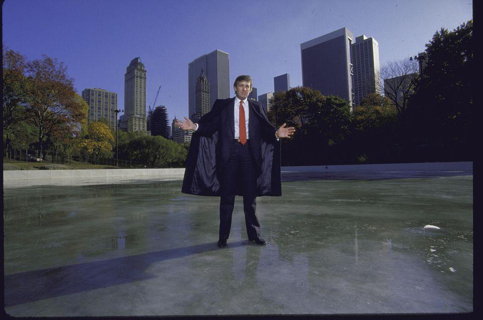 부동산 개발자로서 본격적으로 '메인 무대'인 뉴욕 맨해튼 진출을 모색했던 도널드 트럼프는 1980년 당시 시 정부가 끝내지 못한 뉴욕 센트럴파크의 아이스스케이트장 '케이트 울맨 링크'...