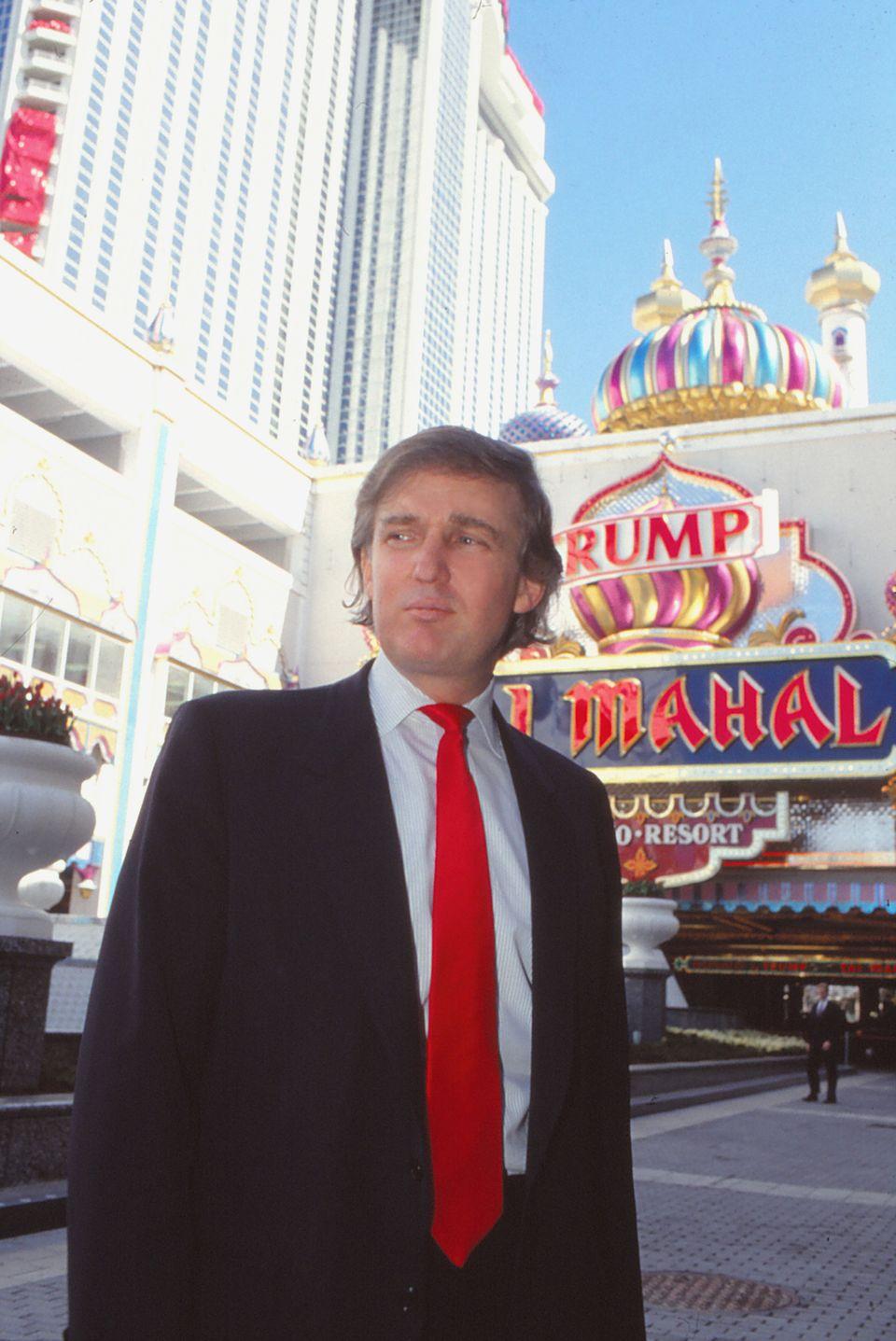 도널드 트럼프의 가장 큰 사업적 실패 사례로 꼽히는 '타지마할 호텔 카지노'. 뉴저지주 애틀랜틱시티에 문을 연 트럼프 소유 세 번째 카지노였던 이곳에서 나온 수익은 인수 당시에 끌어들인...