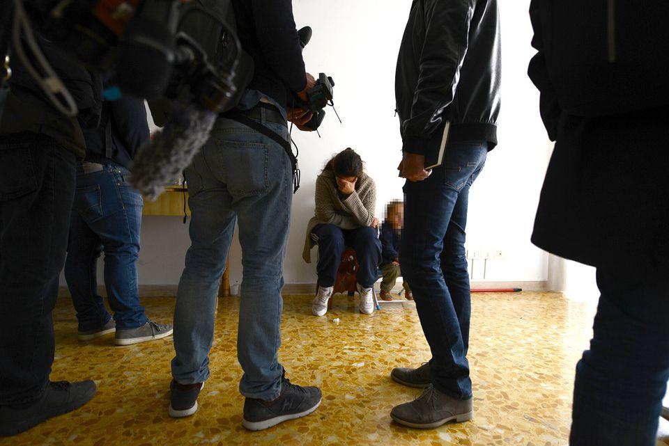 Nella casa della famiglia rom a Casal Bruciato: