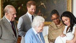 Elisabetta incontra il figlio del suo nipote preferito e il suo sorriso dice