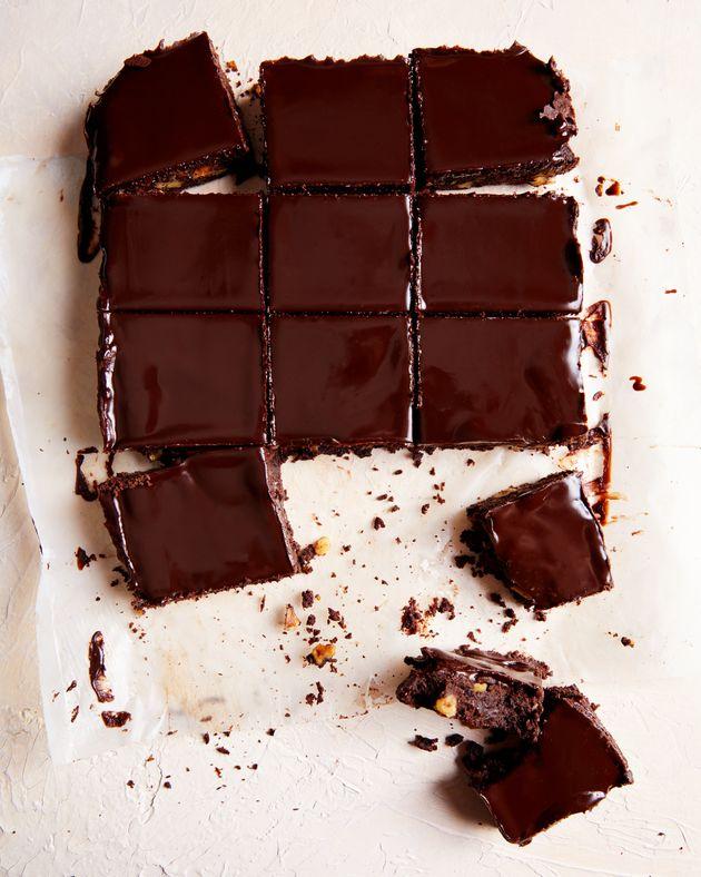 Os brownies sem glúten e cobertos com ganache que vão aparecer no próximo livro...