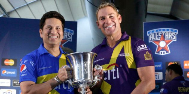 Sachin Tendulkar, left and Shane Warne pose for photographers with the Cricket All Stars Cup during a news conference ahead of the Cricket All Stars three-game series to be played in Major League Baseball stadiums in New York, Houston and Los Angeles, Thursday, Nov. 5, 2015, in New York. (AP Photo/Mary Altaffer)