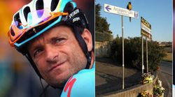 The Heartbreakingly Poignant Moment A Parrot Mourns His Fallen Cycling
