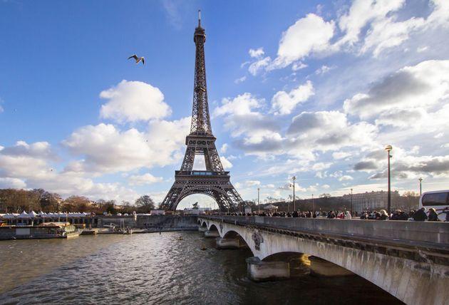 Zi Eiffel Tower. Who