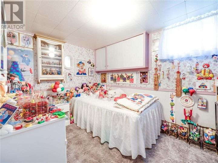 Tough luck if you're a kid and scared of clowns. There's no escaping them in this bedroom.