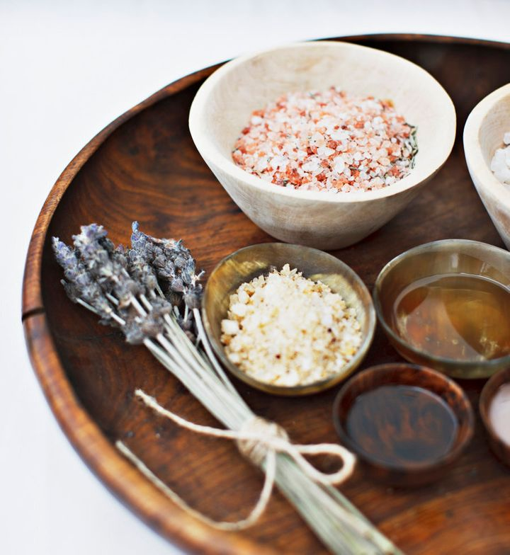 You can experiment with different colours and aromas when making bath salts.