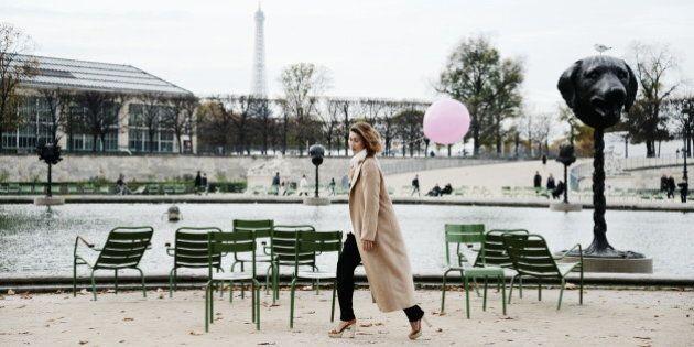 Meet The Aussie Woman Who Carries A Pink Balloon Everywhere She