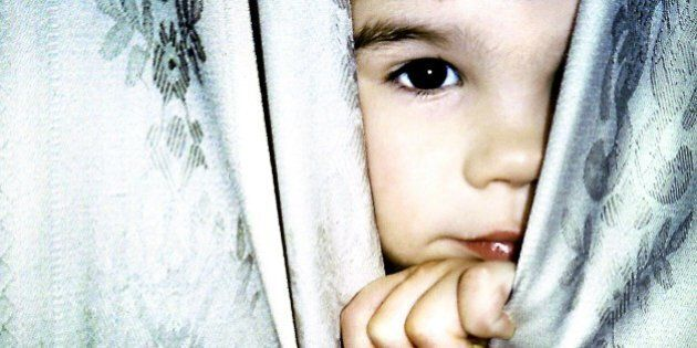 (AUSTRALIA & NEW ZEALAND OUT) A child peers out from the curtains, 4 January 2001. AFR Picture by ROB HOMER (Photo by Fairfax Media via Getty Images)