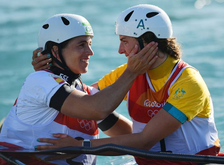 Maialen Chourraut and Jess Fox share a hug. So cute.