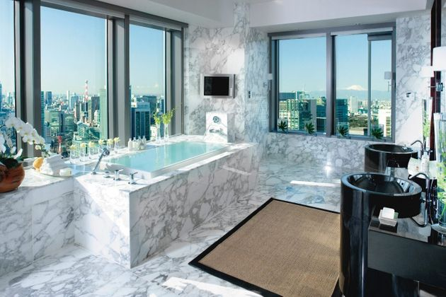 7 Incredible Bathrooms From All Over The
