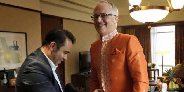 Malcolm Turnbull Dances With Australian Flag At ASEAN