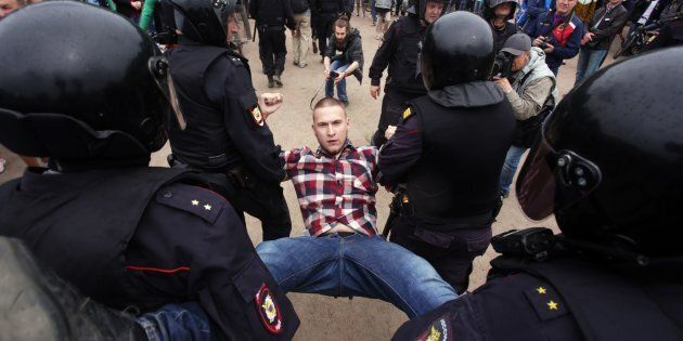 Police forcibly detained more than 1,000 protesters during unauthorised anti-corruption rallies in Russia on its national patriotic holiday.