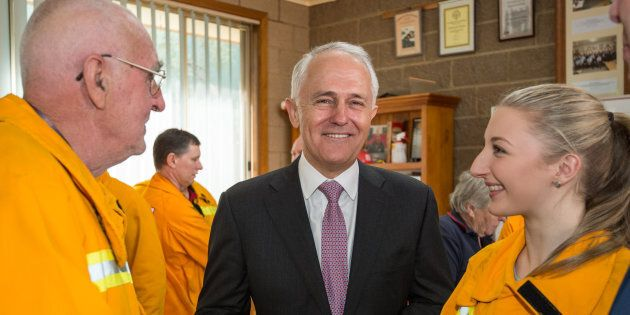 Prime Minister Malcolm Turnbull back volunteer fire fighters from hostile union