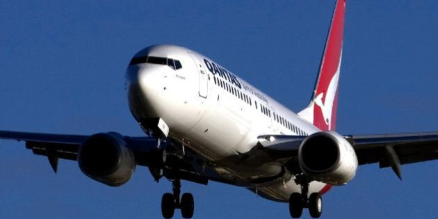 QANTAS 737 coming in to land at Adelaide