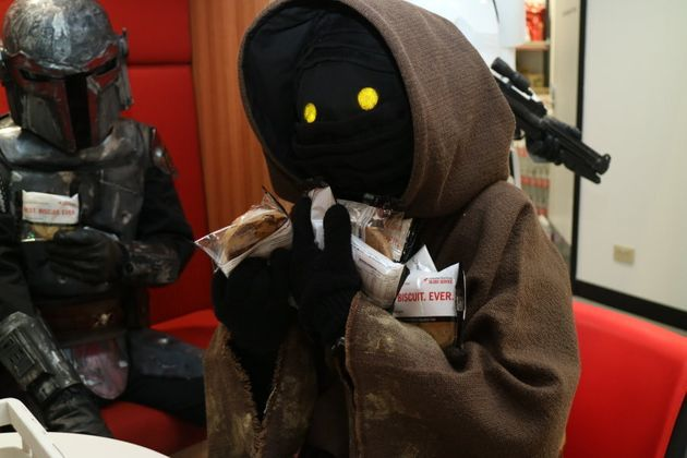 Sneaky Jawas like the Red Cross
