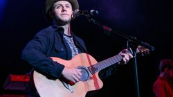 Niall Horan Arrives Down Under, Celebrates With The Cutest Handwritten