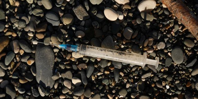 Syringe needles can pass on serious illnesses.
