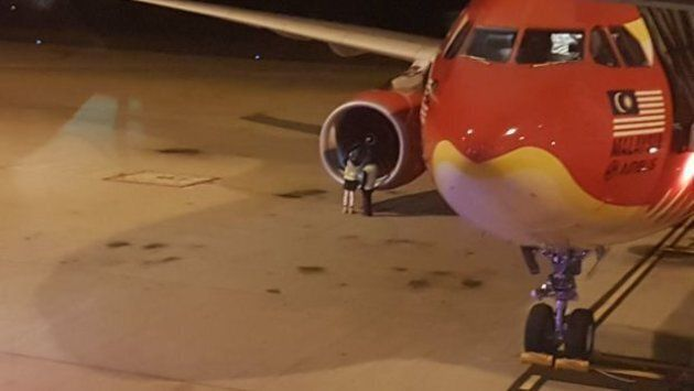 The plane was forced to turn around around one of its engines started vibrating and emitting flames.