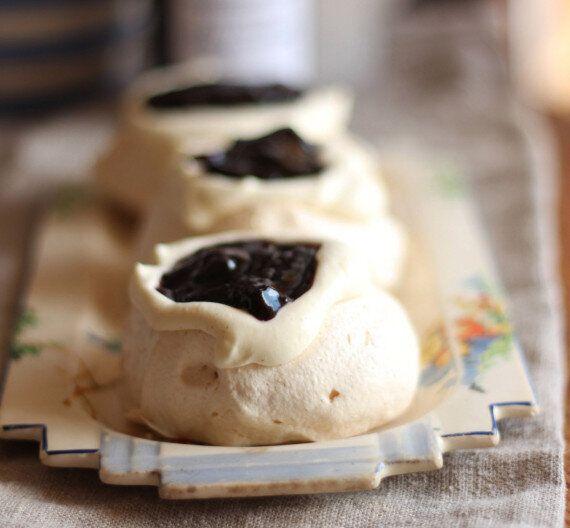 Mini Blueberry And Cinnamon Cream Pavlovas Are An Easy Aussie