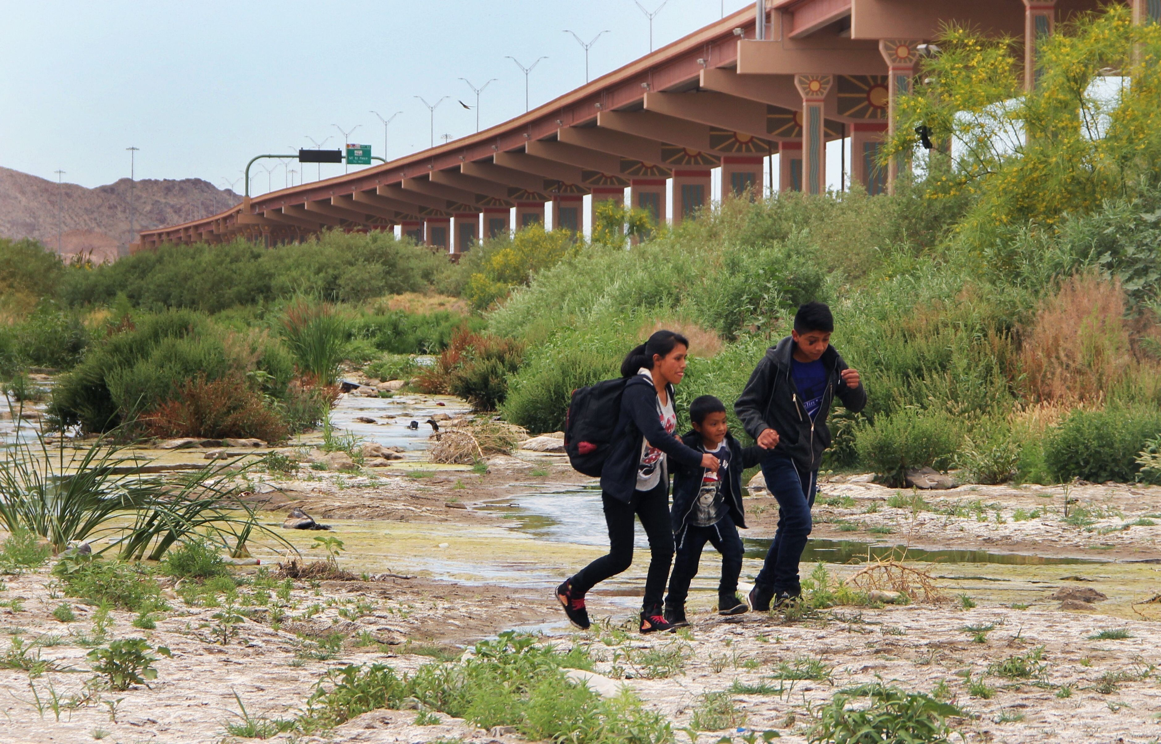 Central American migrants cross the border between Ciudad Juarez, Chihuahua State, Mexico and El Paso, Texas, US, before being detained by US Customs and Border Patrol agents on May 7, 2019. (Photo by Herika MARTINEZ / AFP)        (Photo credit should read HERIKA MARTINEZ/AFP/Getty Images)