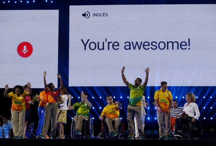 That's Kurt hiding on the right at the closing ceremony in a very fetching stripy shirt.