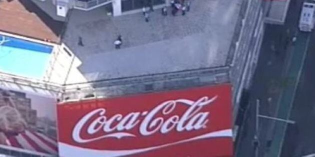 5 Greenpeace Protesters Arrested After Scaling Sydney's Kings Cross Coke Sign To Call For Recycling