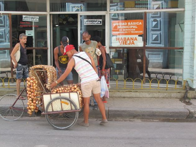 A Cuban selling garlic on the streets of