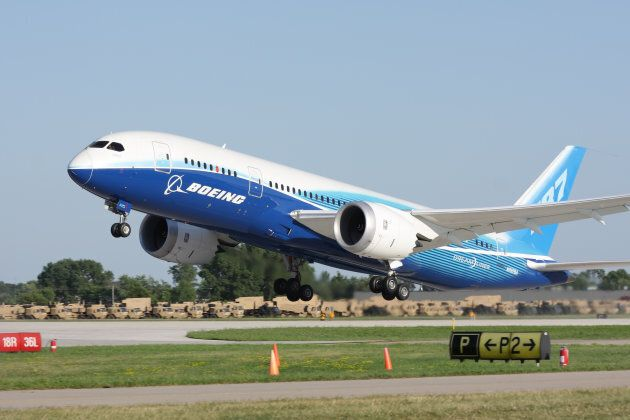 Boeing plans to trial pilotless planes in 2018.