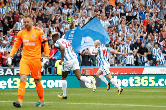 Praise Keeps Pouring In For Aaron Mooy's Premier League Wonder