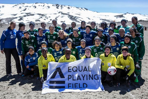 Around thirty women competed in the full-length soccer match at an altitude of 5,714 metres -- 2000 metres...