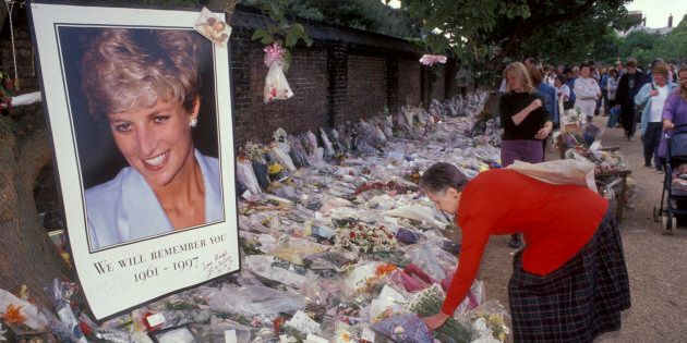 Flowers & tributes outside Kensington Palace after Diana's funeral.