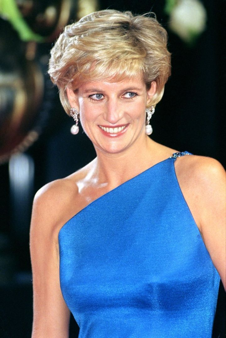 Diana, Princess Of Wales Attends The Victor Chang Research Institute Dinner Dance During Her Visit To Sydney, Australia. . (Photo by Julian Parker/UK Press via Getty Images)