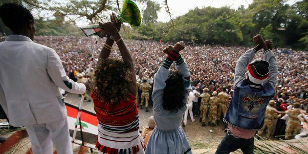 Demonstrators chant slogans while flashing the Oromo protest gesture during Irreecha, the thanksgiving festival of the Oromo people, in Bishoftu town, Oromia region, Ethiopia, October 2, 2016.