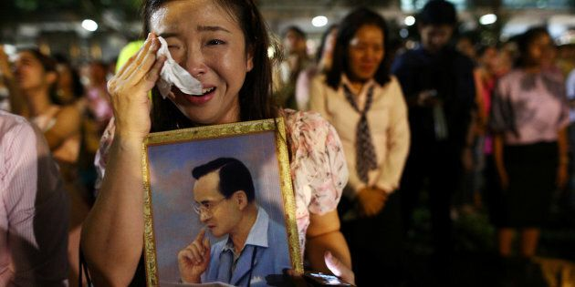 A woman weeps after an announcement that Thailand's King Bhumibol Adulyadej has died, at the Siriraj hospital in Bangkok, Thailand, October 13, 2016.