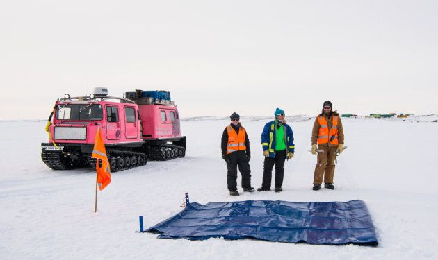 The 17 expeditioners prepared a square 1.5 kilometres drop zone on a one-metre thick ice sheet to receive the cargo.