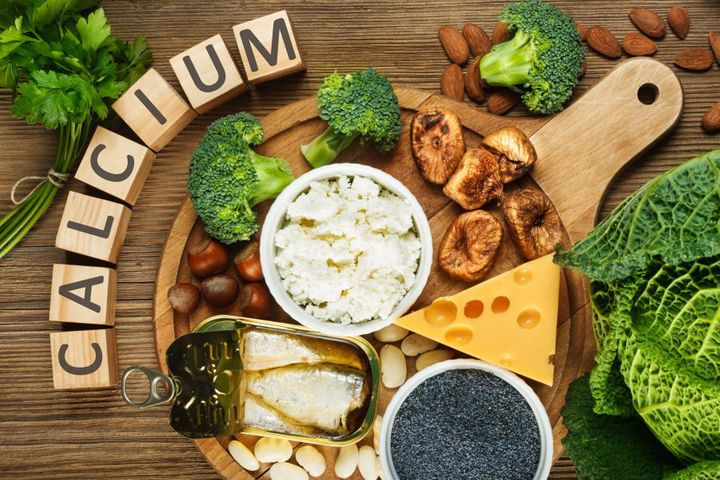Foods rich in calcium include beans, dried figs, almonds, cottage cheese, hazelnuts, sardines, parsley, blue poppy seeds, broccoli, cabbage and cheese.