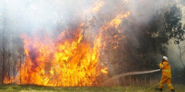 An emergency warning has been given to a fire in West Nowra. Pic Nick Moir 25 sept
