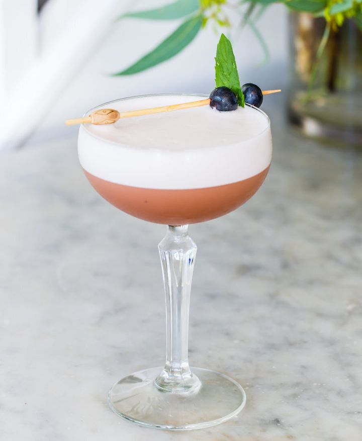 This cocktail is fresh and sweet, with the gin giving a welcome punch of warmth.