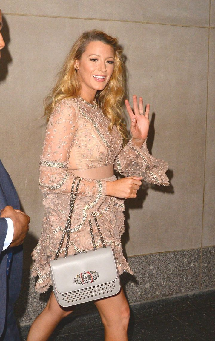 To top it off, that evening she opted for an embellished metallic mini dress and statement dove grey shoulder-bag. Perfection.