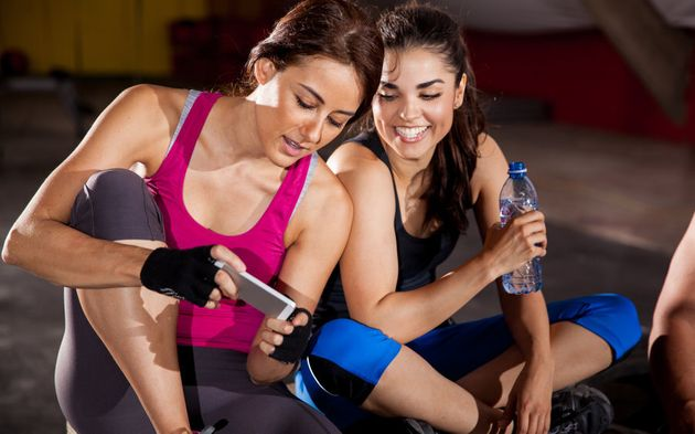 Getting to the gym is half the battle, but playing on Tinder once you're there won't get you