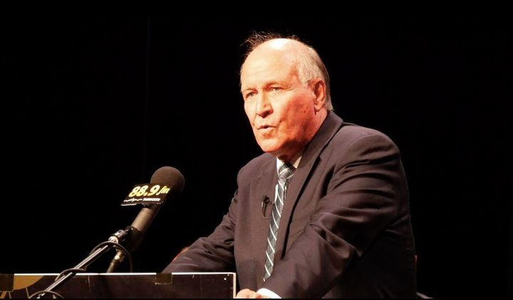 Independent candidate for New England, Tony Windsor, tells voters in Tamworth he is running to secure policies for future generations.