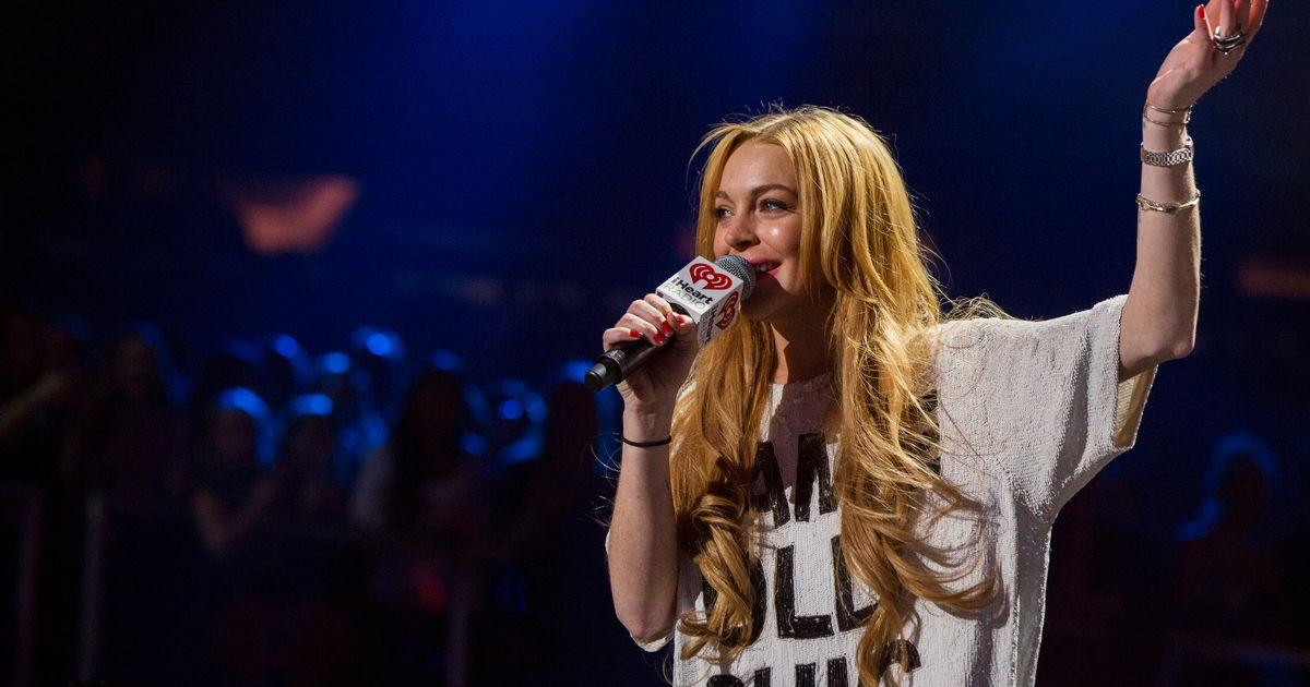 Lindsay Lohan Live-Tweeted Brexit, Because Thats What She