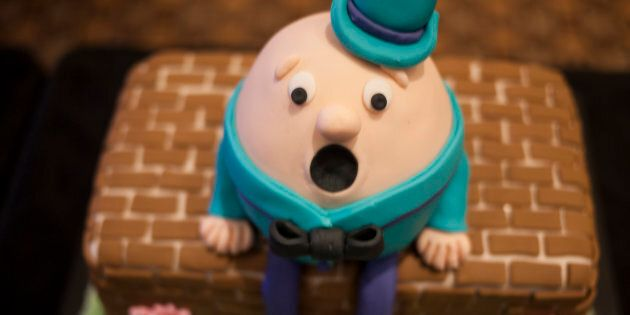 This Humpty cake also has questions.