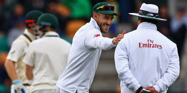 Faf asks the ump if he happens to have a spare life saver in his