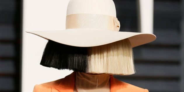 Someone Was Trying To Sell Nude Photos Of Sia So She Tweeted One