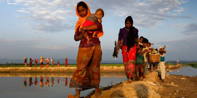 Refugees enter the Bangladesh border at Anjumanpara in Cox's