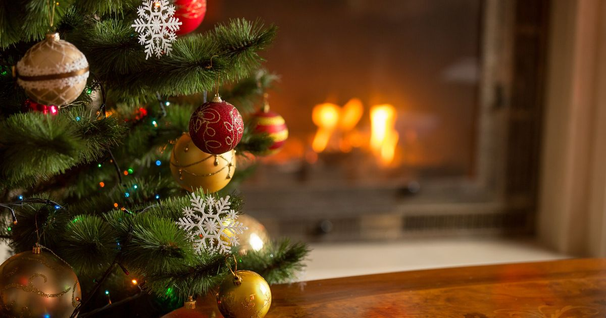 Experts Say Putting Up Christmas Decorations Early Can ...