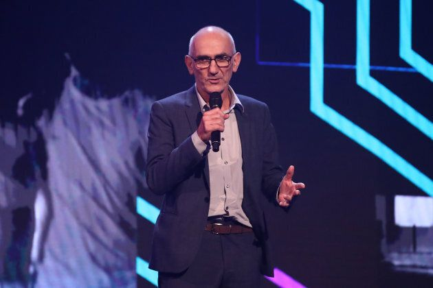 Paul Kelly accepts his ARIA award for Best Male