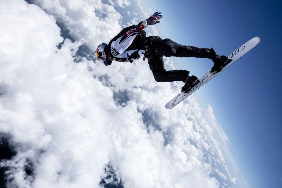 Diving into clouds at speeds of up to 210 km/h doesn't sound