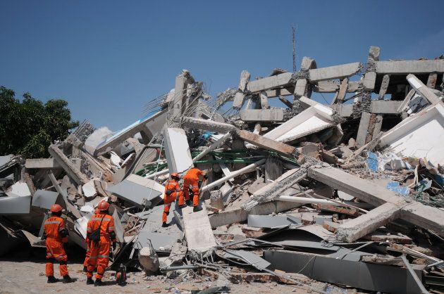 An Indonesian rescue team searches for victims and survivors at the earthquake-damaged Roa Roa hotel...